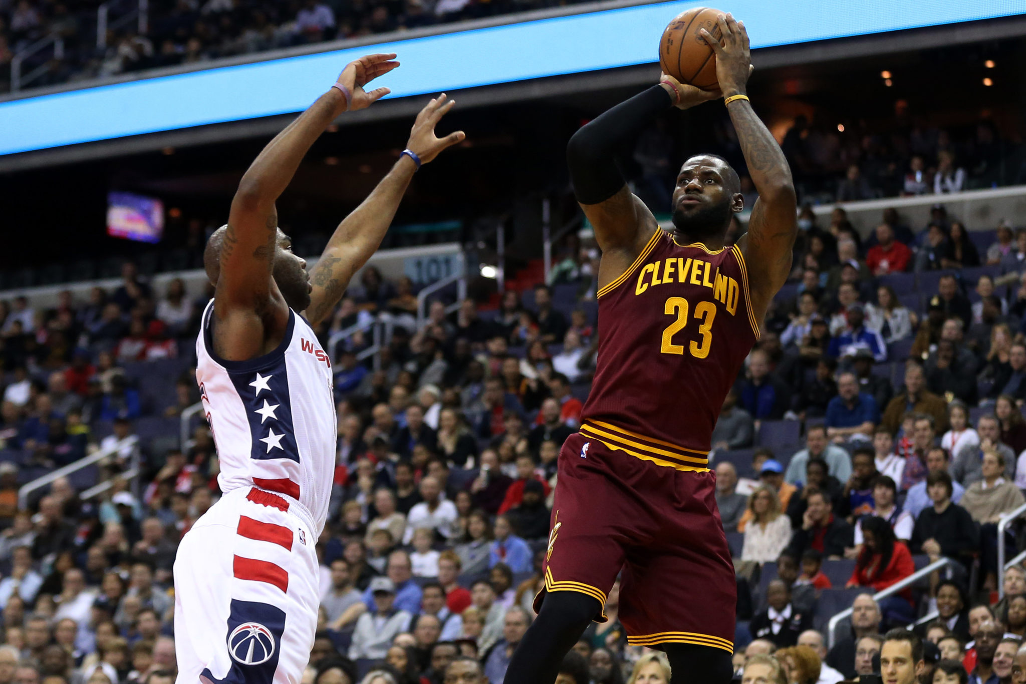 64a3c6a1fd63 LeBron James Becomes Youngest Player To Score 27