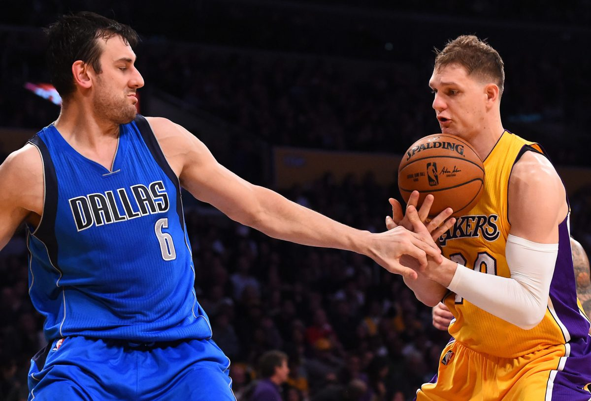 Andrew Bogut, Lakers Agree To One-Year Deal