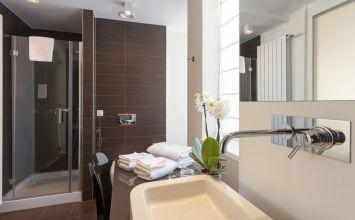 To do list del baño, los accesorios para el baño básicos de la decoración