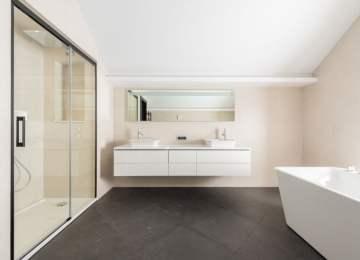 4 modelos para cuartos de baño con platos de ducha