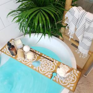 Amaya Boho Patterned Bath Board in Oak and White Bath Tray