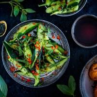 Salade van geplette komkommers - California dreamin'