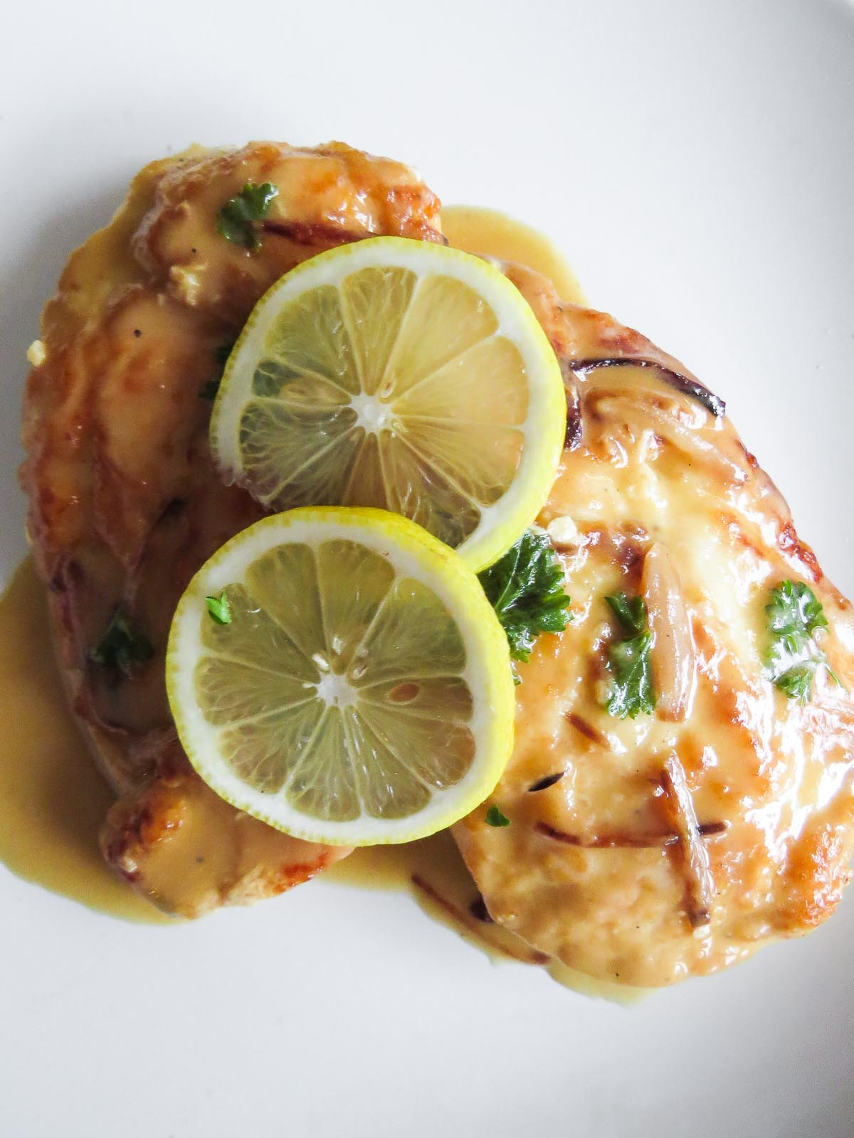 30 Minute Chicken Piccata for Two - This 30 minute chicken piccata for two recipe is easy, fast and tasty! Perfect for date night or a weeknight - because tasty doesn't have to take long! Plus it stars two favourites: white wine and lemon!