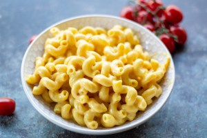 Instant Pot macaroni and cheese - 4 minutes to cheesy, creamy goodness!