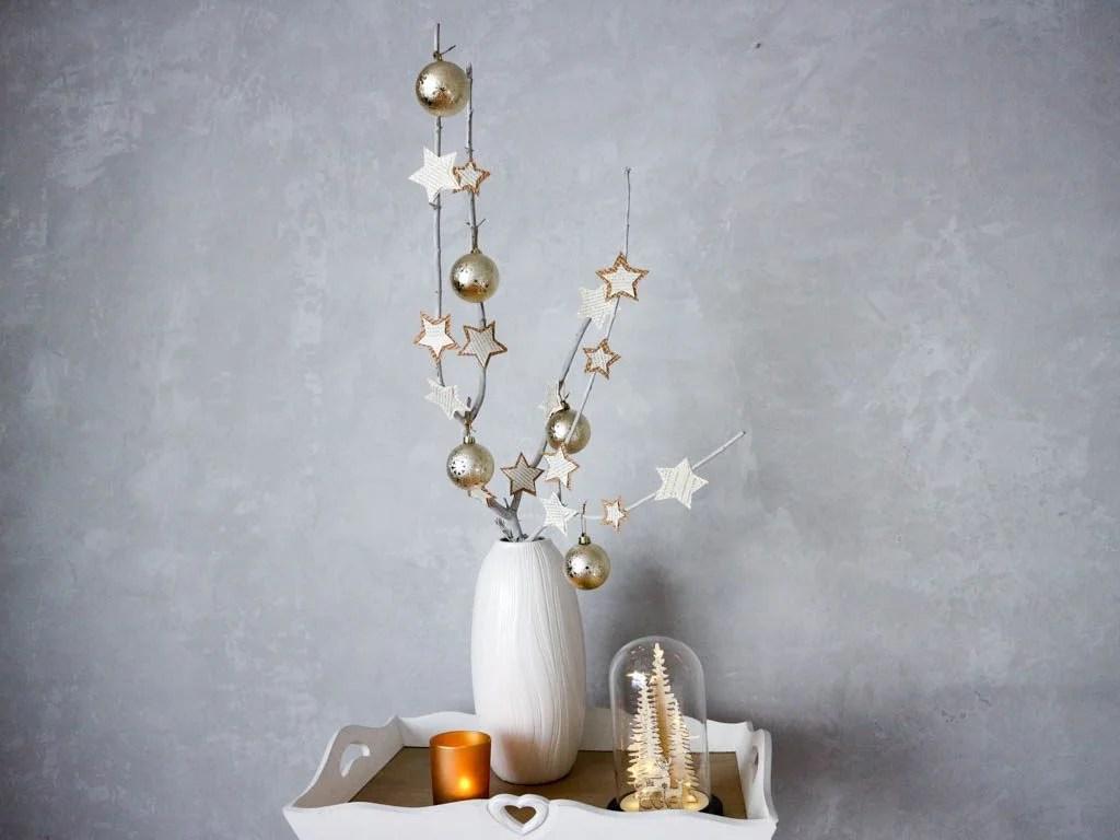 arbol de navidad original: rama de arbol en jarron.