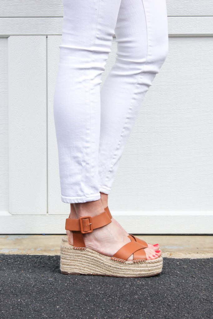 A super cute and easy spring outfit idea, featuring white jeans, a flowy top and a few fun accessories to finish off the look | SPRING OUTFIT IDEAS | MOM OUTFIT IDEAS | MODEST OUTFIT IDEAS | SPING OUTFIT | SPRING FASHION | MOM UNIFORM | #sprinoutfit #momoutfitideas