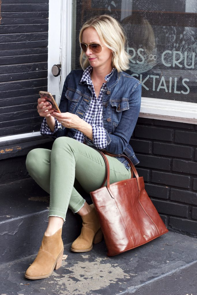 A TYPICAL DAY IN MY LIFE & A GIVEAWAY | Today ont he blog, I am sharing what a typical day in my life is like along with an amazing Giveaway from Maxwell Scott. #outfitidea #realoutfit #momoutfit #casualoutfit