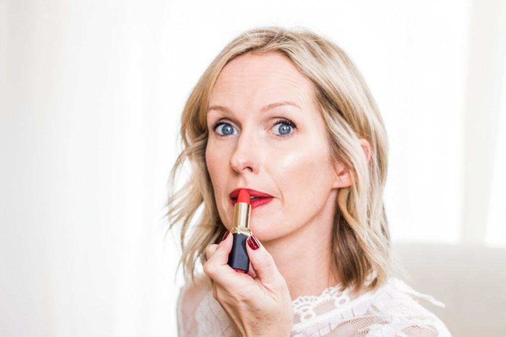HOW TO MASTER THE HOLIDAY RED LIP | I am sharing my top tips for achieving the iconic holiday red lip and my favorites shades that flatter anyone. #redlipstick #holidayred #holidaylip #redlip