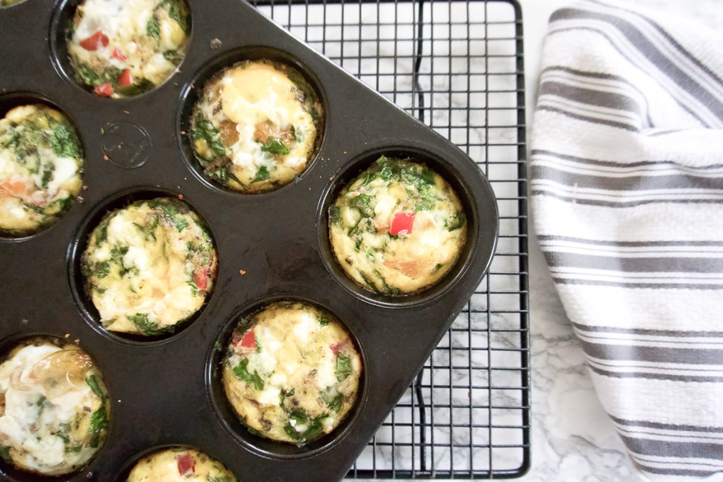 ON-THE -GO EGG BITES RECIPE   These on-the-go egg cups are healthy, easy to make, and the perfect low carb breakfast on the go. They are full of veggies, with a bit of bacon and feta. #fwtfl #keto #healthyeating #healthybreakfast #eggbites #eggcups #onthego