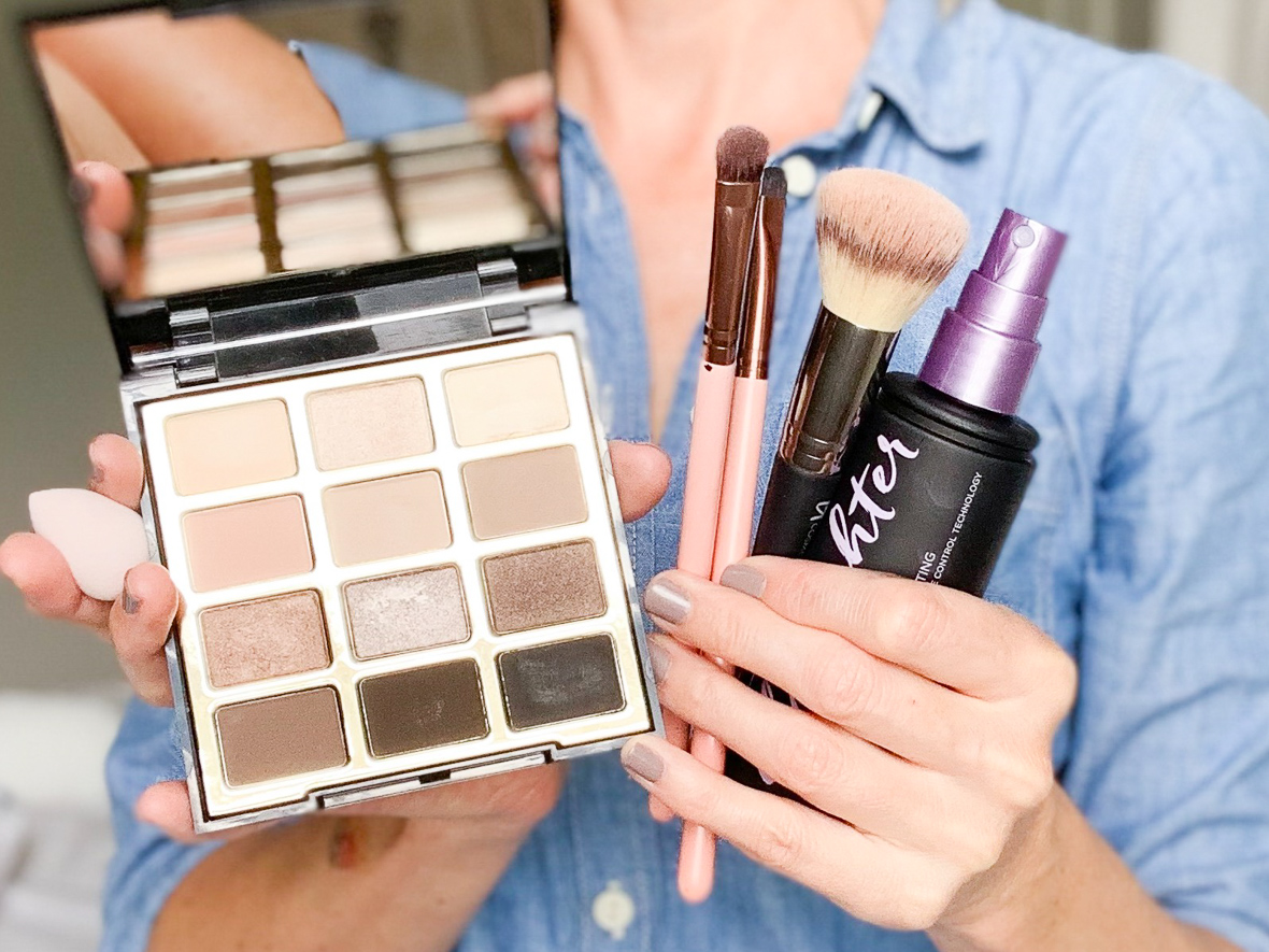 5 WAYS TO USE MAKEUP SETTING SPRAY | Does your eyeliner smudge, or do you have problems with your concealer creasing under your eye? I am sharing 5 ways to use makeup setting spray on the bog today, including my best tips for fixing some common makeup mishaps.