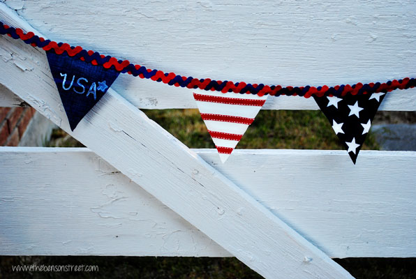No Sew Red White and Blue Banner at www.thebensonstreet.com