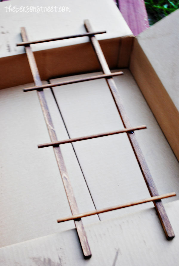 Make your own Ladder Frame at www.thebensonstreet.com
