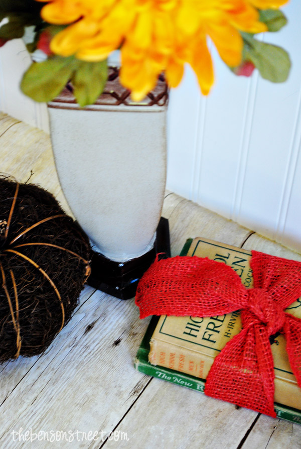 Easy Vintage Fall Decor at thebensonstreet.com
