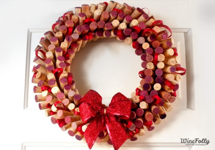 how-to-make-a-wreath-out-of-wine-corks2-770x536