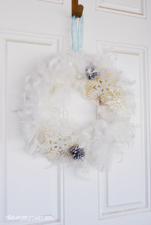 Easy Snowflake Wreath at thebensonstreet.com