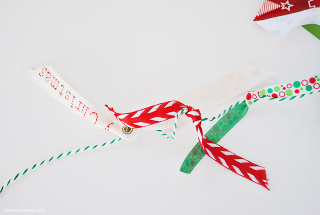 Quick and Easy Christmas Card Garland at thebensonstreet.com