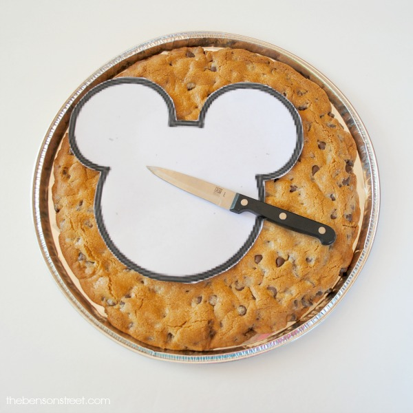 Tutorial for making a giant Mickey cookie at thebensonstreet.com