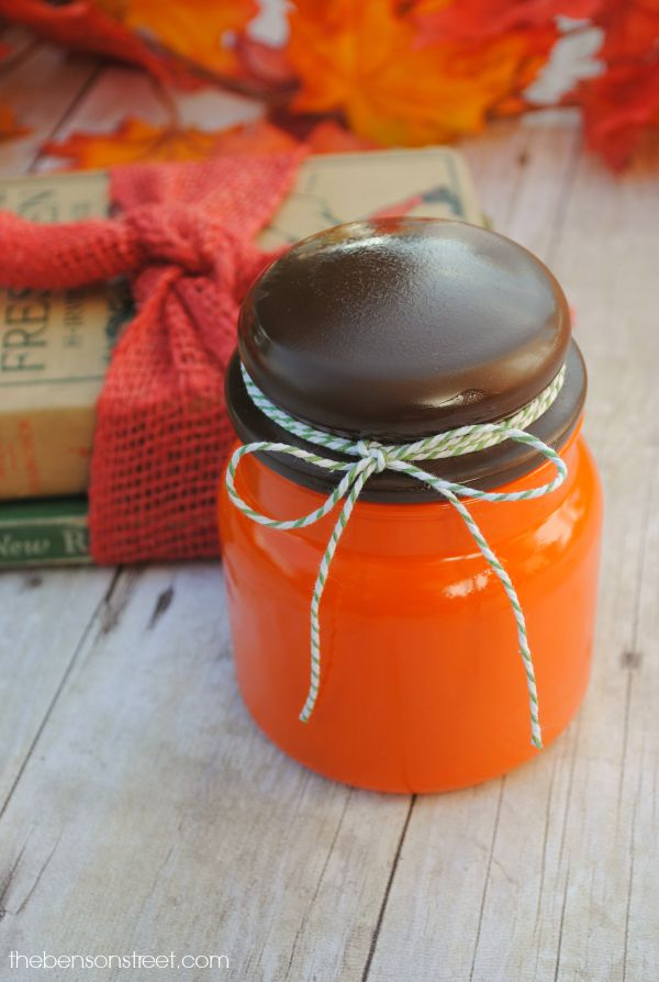 Adorable pumpkin jar that is so easy to make at thebensonstreet.com