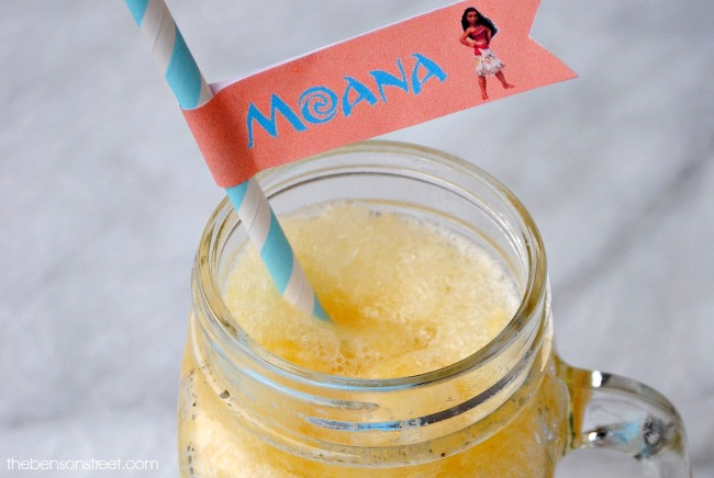 A yummy and easy Moana inspired recipe, tropical banana crush slush with free printable Moana straw flags at thebensonstreet.com