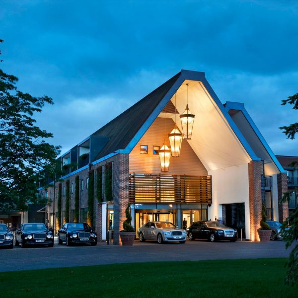 hotel-exterior-by-night
