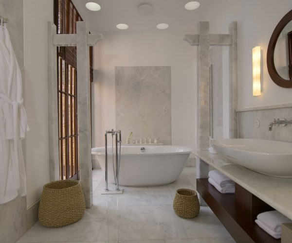 rs1619_amanruya-cottage_bathroom-lpr
