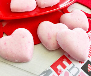 How to Make Heart Bath Bombs