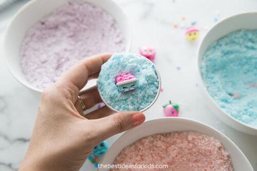 Fill the Bath Bomb Molds