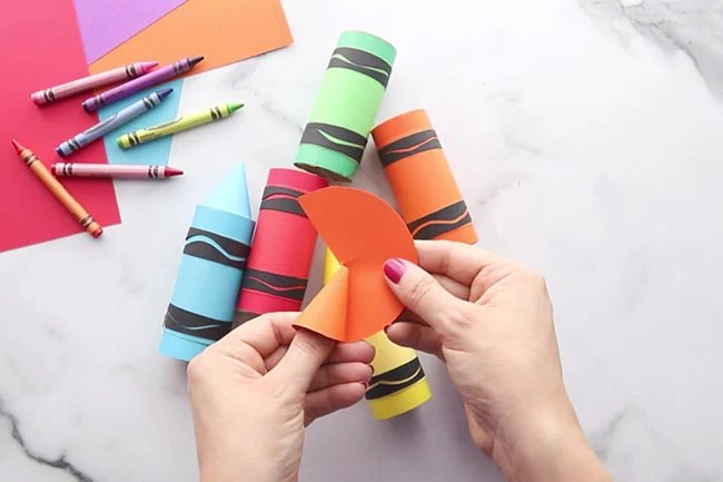 Make crayon top with paper