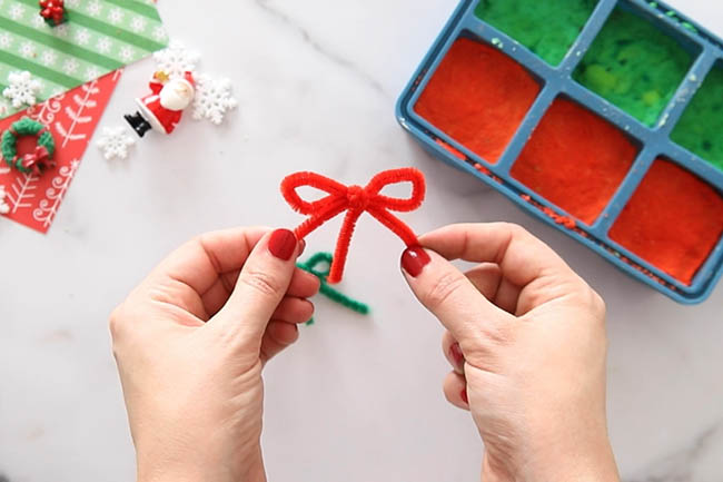 Make a Pipe Cleaner Bow