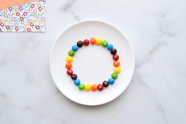 Make a Circle with Skittles