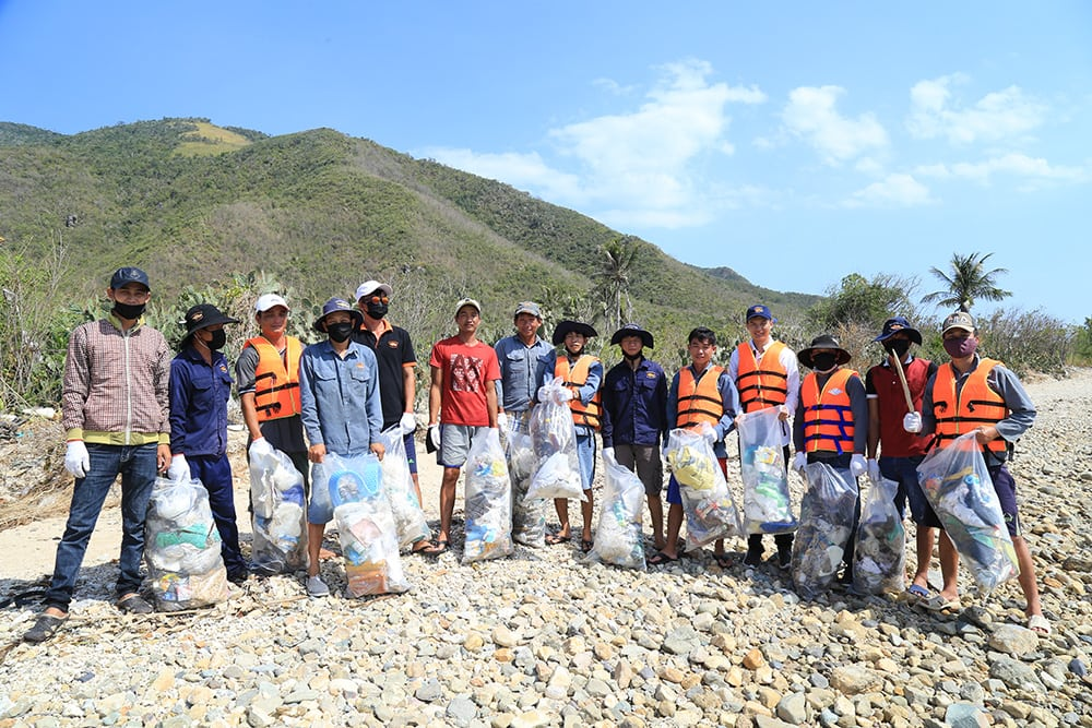 Australis Aquaculture - Vietnam Green Day Clean Up
