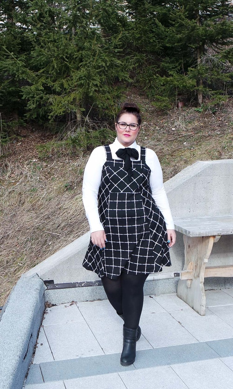 schooluniform, school uniform, plussize, plussize fashion blog, yours clothing, review, Josine Wille, the bigger blog, grote maten, preppy style, preppy fashion, nerd, black and white, pinafore dress, size 20, maat 48, Maya 50