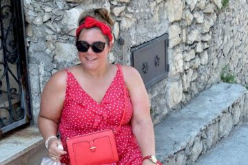 thebiggerblog, Josine Wille, plussize blogger, fashion blog, Palermo, Sicily, Sicilië, polkadot jurk, grote maten jurk, H&M jurk, luchtige zomerjurk, grote maten mode, plussize fashion, plussize, maat 48, size 20, plussze red dress,streetstyle Italy, fashion 2017, shop your shape, wrap dress, overslagjurk, rode haarband, sneakers onder jurk, nike Air Force one, red and white dots, rode jurk met stippen, jurk maat 48