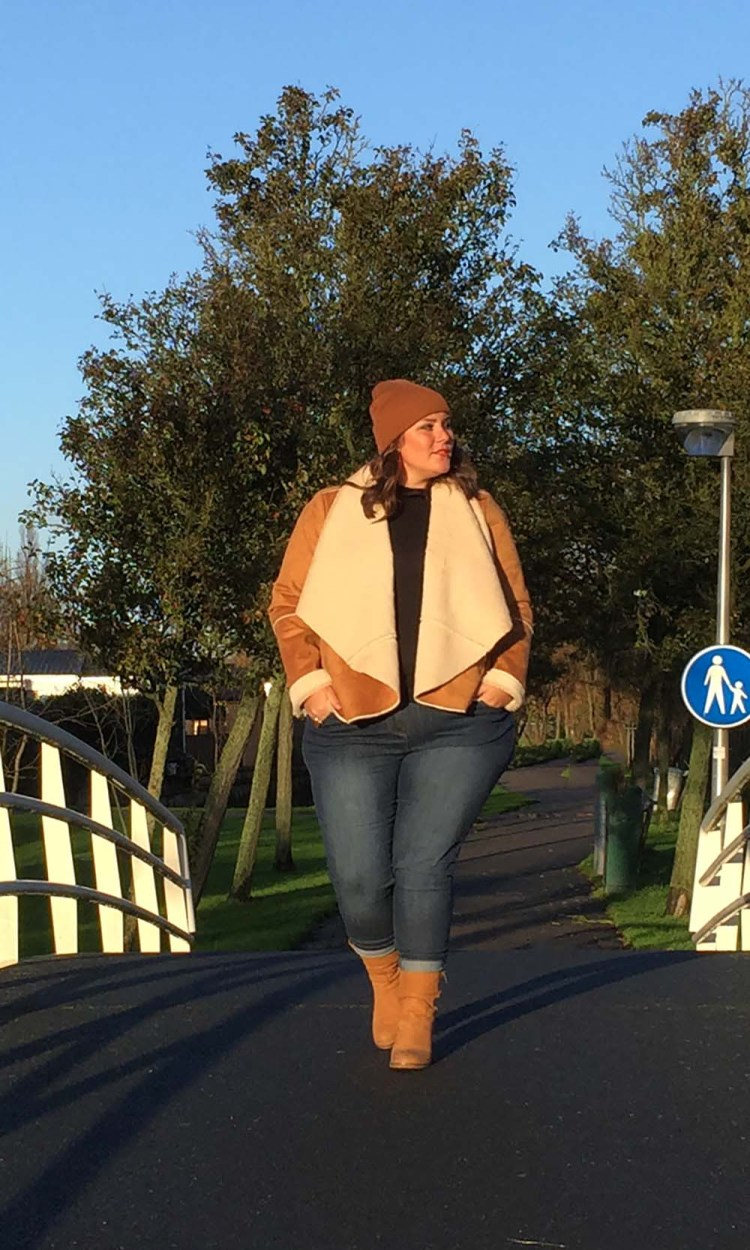 plussize blogger, thebiggerblog, size 20, maat 48, plussize jeans, 2015, streetstyle, plus-size, grote maten mode, plussize lammy coat, mat fashion, vintage jack grote maten, faux vintage, herfst 2015, fall 2015, josine wille, lammy jas, lammy coat, faux lammy coat, plussize skinny jeans, body positive, body neutral, body confident, body confidence