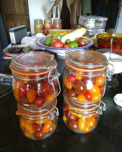 Bottling cherry tomatoes