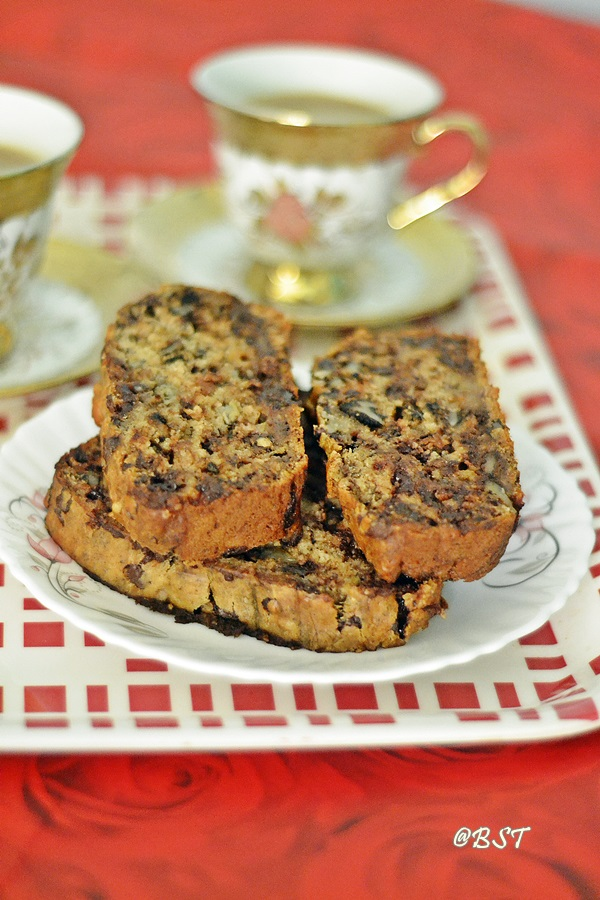 Vegan Banana Bread with Chocolate Chips and Walnut