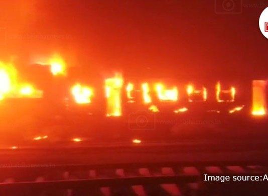 TBN-Patna-four-bogies-of-mokamah-patna-passenger-smoke-in-smoke-the-bihar-news