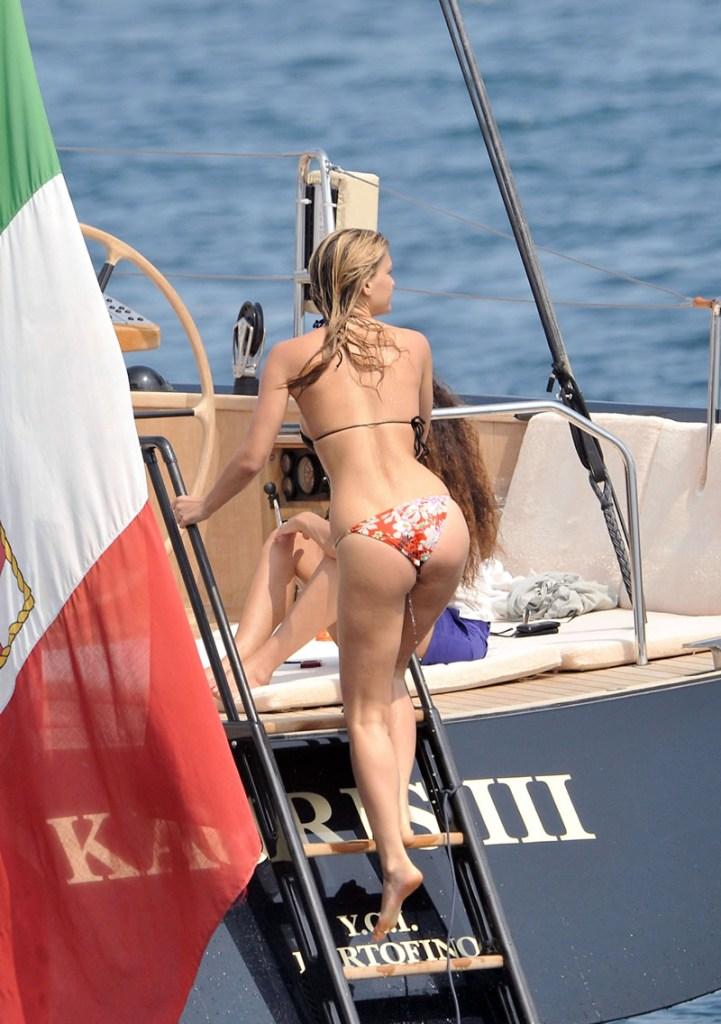 bar-refaeli-bikini-yacht