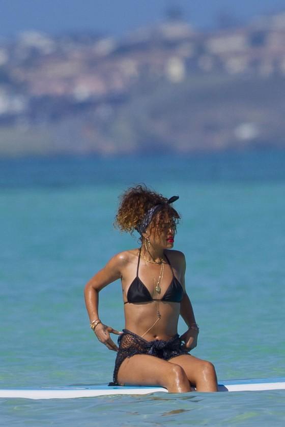 Rihanna-Looking-good-in-Thong-Bikini