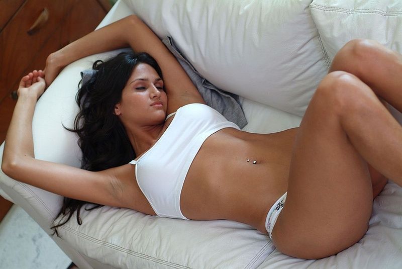 Leryn-Franco-relaxing