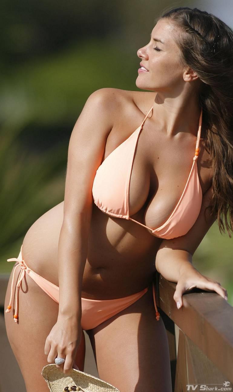 imogen_thomas_bikini_taking in some sun-corle-bikini