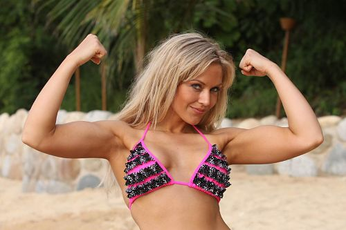 Girls-Having-Fun-Show-Those-Muscles-in-You-Bikini