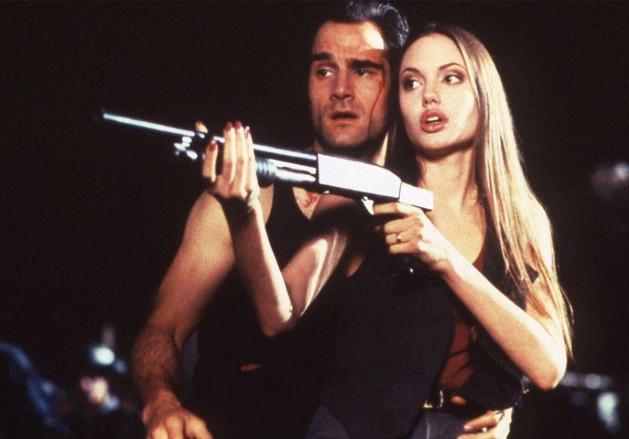 Angelina Jolie Operaciones