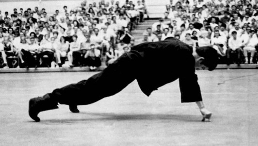Bruce Lee two finger push ups