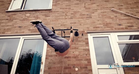 Obliques Hanging Leg Twists