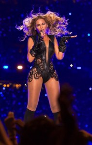 Beyonce-Unflattering-Super-Bowl-2013-Photo