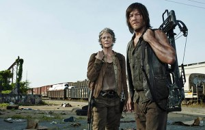 the-walking-dead-season-5-studio-daryl-carol-590-daryl-and-carol-team-up-and-go-on-the-hunt-in-new-walking-dead-promo