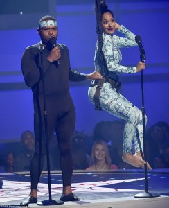 2A116B7200000578-3140973-Dynamic_duo_Anthony_Anderson_and_Tracee_Ellis_Ross_were_the_host-a-101_1435556033855