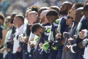 kansas-city-chiefs-seattle-seahawks-lock-arms-during-national-anthem