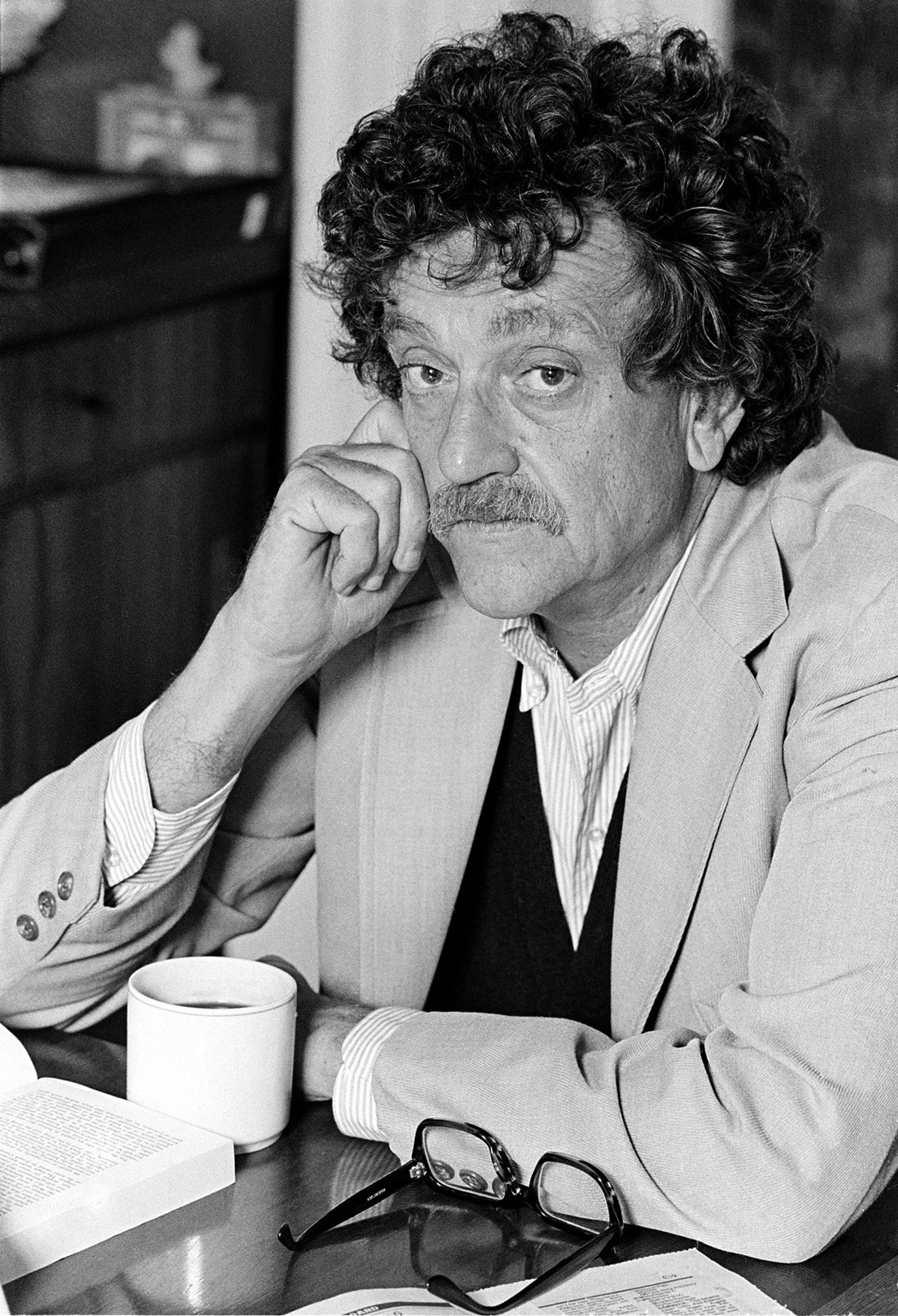 style analysis of kurt vonnegut on Kurt vonnegut style analysis harrison bergeron 2br02b commercial and critical success biography overall style analysis kurt vonnegut was born in indianapolis, indiana on november 11, 1922.